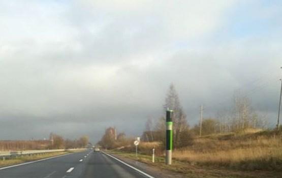 Водители гадают, что за странный столб появился на Даугавпилсском шоссе
