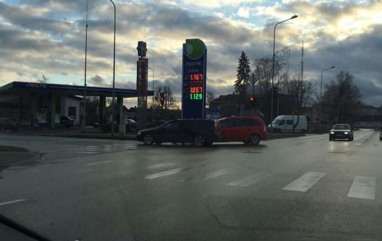 Просят отозваться свидетелей аварии на перекрестке Смилшу-Елгавас