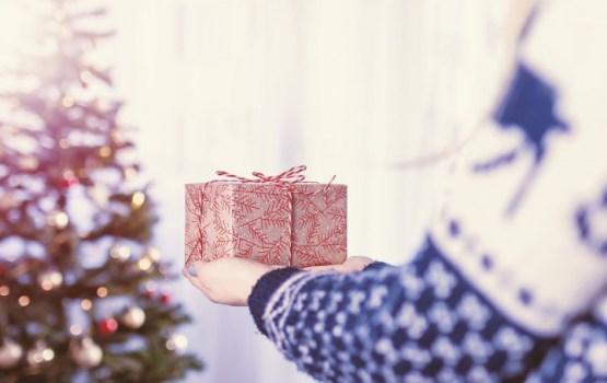 Бюджетное Рождество: жители Латвии готовят символические подарки