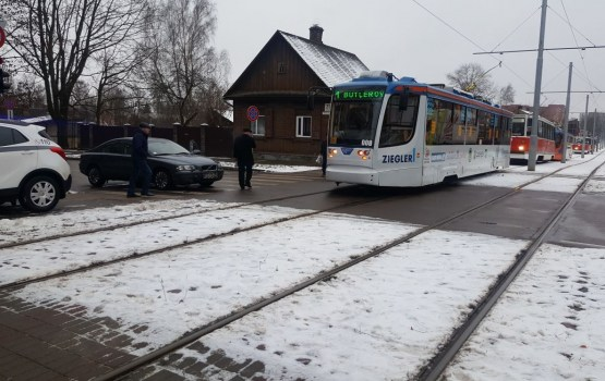 Из-за аварии на Новом Строении встали трамваи (дополнено)