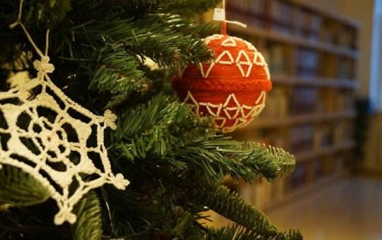 Выставка рождественских ёлочных украшений в ЛЦб