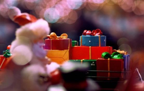 Опасные украшения, игрушки и косметика: как вас обманывают на подарках!
