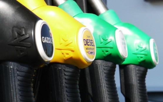 В Латвии с начала 2018 года существенно подорожает топливо