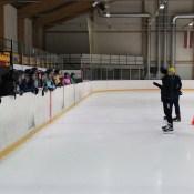 Ученики школы Centra осваивают катание на коньках (ВИДЕО)
