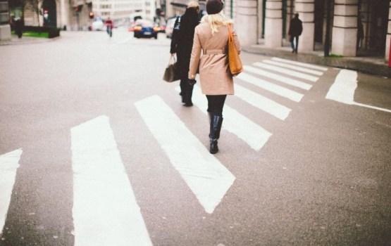 """Эксперимент CSDD скрытой камерой: 37% пешеходов перебегают дорогу на """"красный"""""""