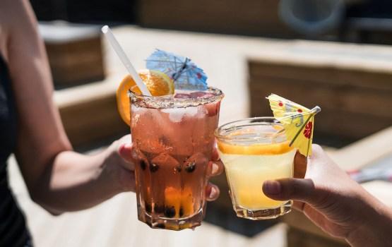 Психологи выяснили, как алкоголь влияет на мужскую оценку женщин