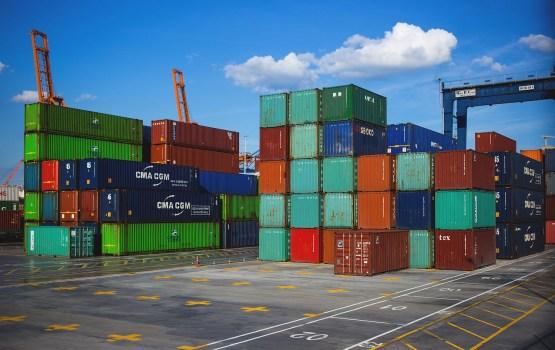Латвия за 10 месяцев экспортировала и импортировала меньше, чем Литва и Эстония