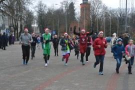 Jaungada skrējiens pulcēja lielu skrējēju komandu
