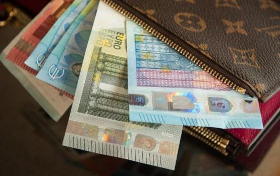 С сегодняшнего дня минимальная зарплата в Латвии составляет 430 евро