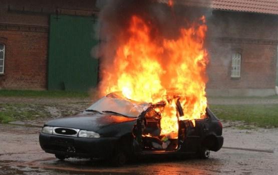 В новогоднюю ночь во Франции были сожжены более тысячи автомобилей