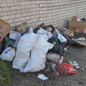 К гаражам на Балву люди продолжают свозить мусор