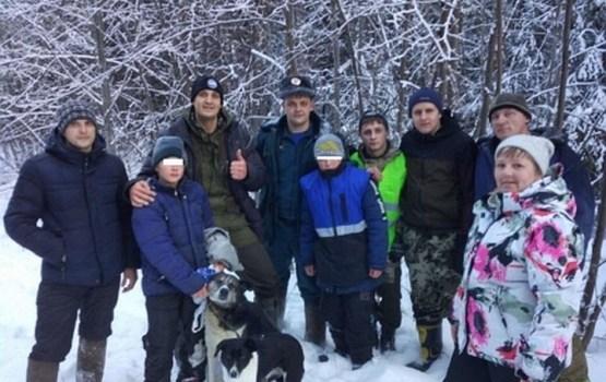Собаки спасли замерзавших в лесу школьников в Свердловской области