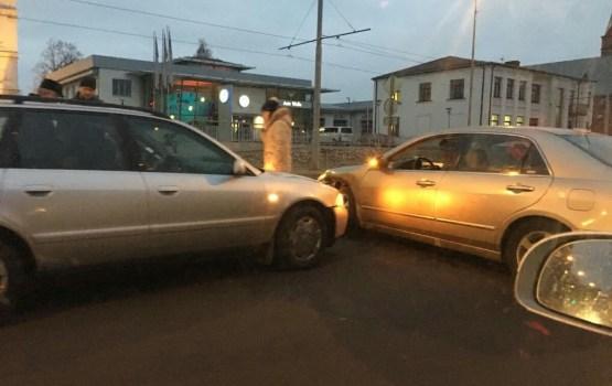 Фотофакт: утренняя авария на 18 Новембра