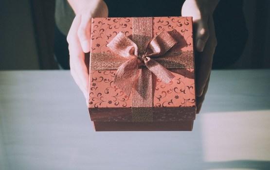 О выдаче комплектов подарков