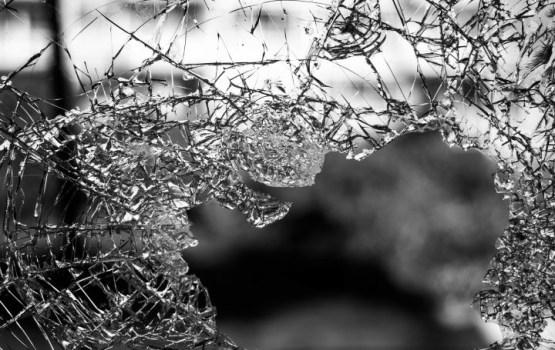 В Германии школьный автобус врезался в стену; пострадали 47 человек