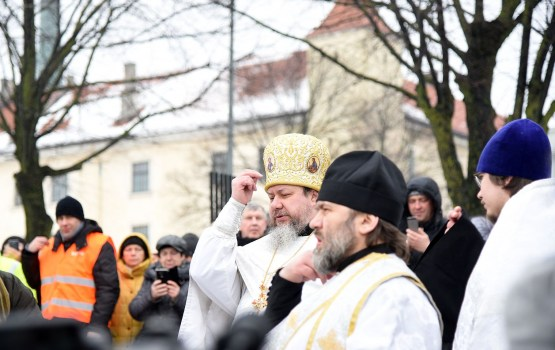 Латвийская православная церковь проводит чин Великого освящения вод Даугавы
