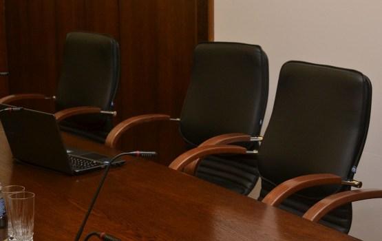 Заседание комитета растянули на полдня (ОПРОС)