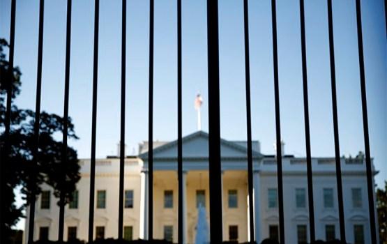 В Белом доме перестали отвечать на звонки; Статуя Свободы закрыта