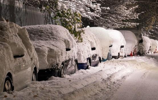 На Латвию надвигается снегопад: латвийцев просят быть осторожными