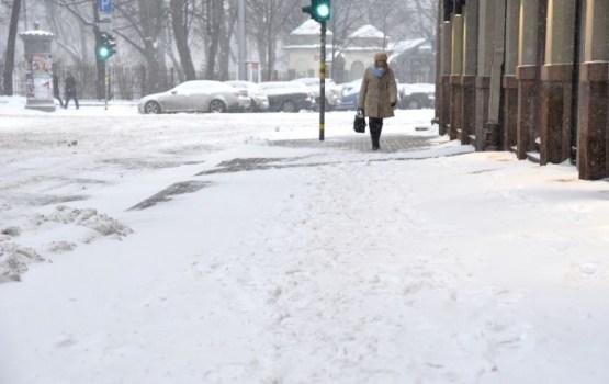 Из-за погодных условий в Латгале и Видземе затруднено дорожное движение