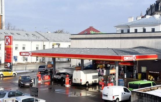 В Вильнюсе цена дизельного топлива продолжает снижаться, в Риге и Таллине – растет