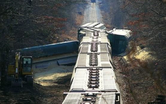 В США пассажирский поезд столкнулся с товарным; есть погибшие