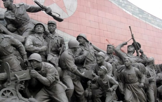 В Пхеньяне накануне открытия Олимпиады прошел военный парад