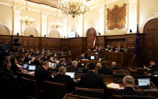 Сейм передал комиссиям поправки о постепенном переводе школ на латышский язык обучения