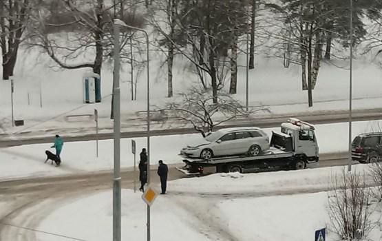 После столкновения машины пришлось эвакуировать (ФОТО, ВИДЕО)