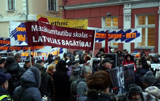 В Риге прошел митинг в поддержку билингвального образования