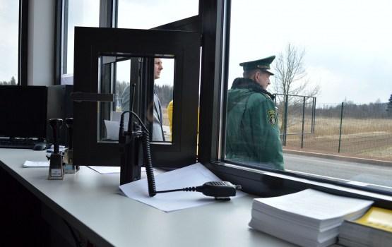 Сотни эстонцев поехали за выпивкой в Латвию назло властям