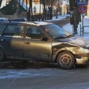 Фотофакт: Mercedes и Volkswagen не поделили перекресток