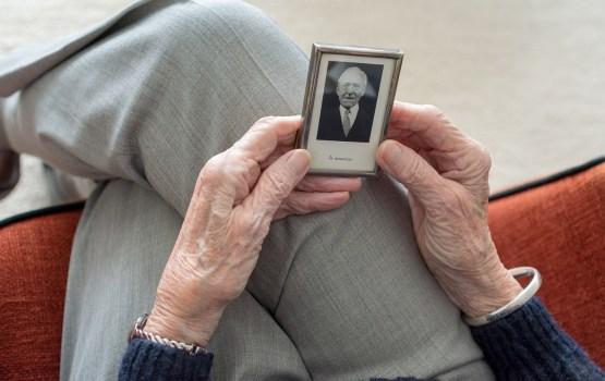 Комиссия Сейма поддержала выплату пособий овдовевшим пенсионерам
