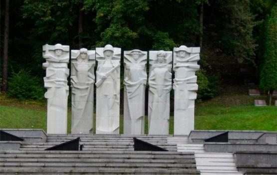 Власти Вильнюса потребовали демонтировать надгробия с могил советских воинов