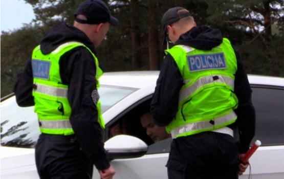 За минувшие сутки в Латвии задержано 16 пьяных водителей