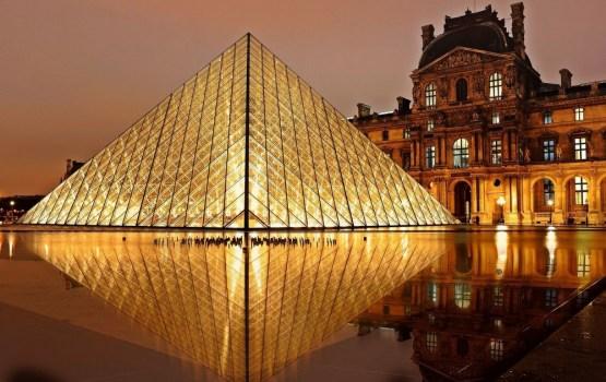 Музей современного искусства Парижа начинает «голые экскурсии»