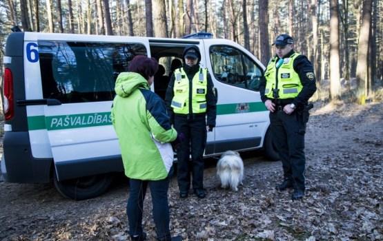 Акция «Убери за своим питомцем!»: полиция проверила 200 собак в Риге