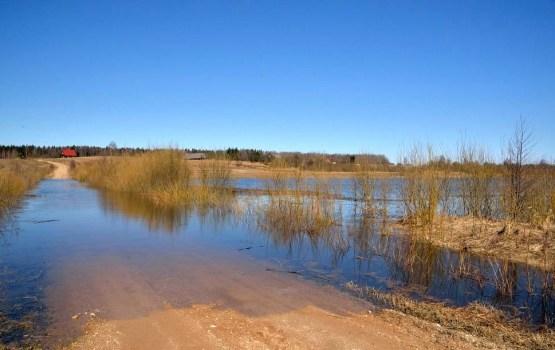 В Даугавпилсском крае затоплены и закрыты для движения две дороги