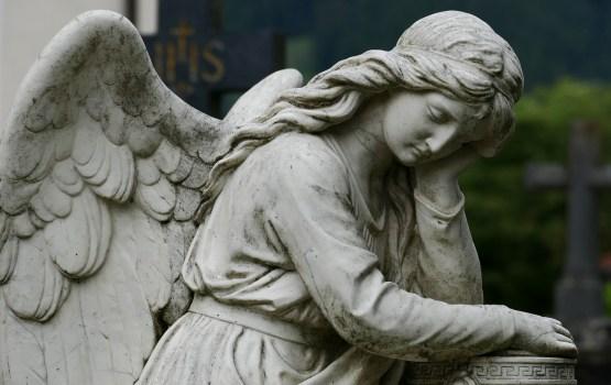 О скрученных кранах и видеонаблюдении на городских кладбищах