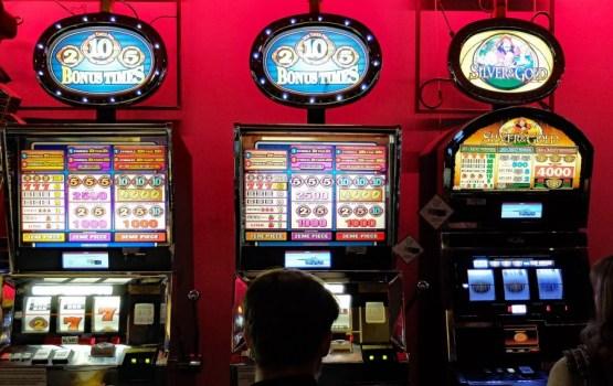 Зависимость от азартных игр: 1244 латвийца попросили не впускать их в казино