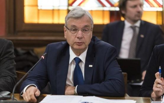 Шадурскис хочет запретить профессорам-иностранцам преподавать в Латвии