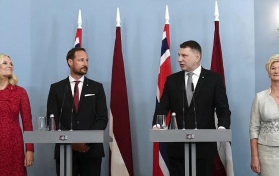 В Латвию прибыли кронпринц Норвегии Хокон и кронпринцесса Метте-Марит