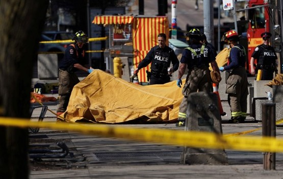 В Торонто автомобиль врезался в толпу пешеходов. Есть погибшие