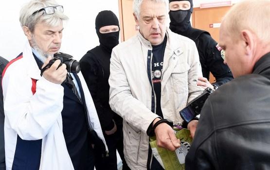 Объявивший голодовку Гапоненко в тюрьме употребляет только воду