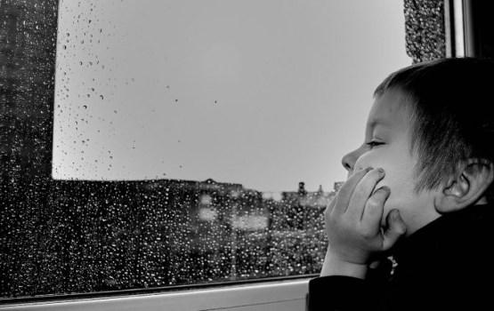 В Риге из окна выпал ребенок, но родные хотели скрыть ЧП