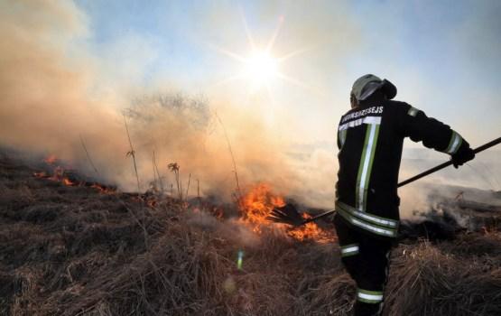 За выходные при пожарах в Латгалии погибли два человека