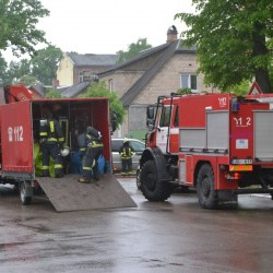 Спецслужбы оцепили дом на улице Страдниеку (ВИДЕО)
