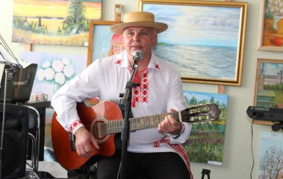 Сергей Шабодалов душевно пел про малую родину и маму
