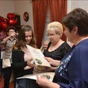 Русский дом раздал подарки