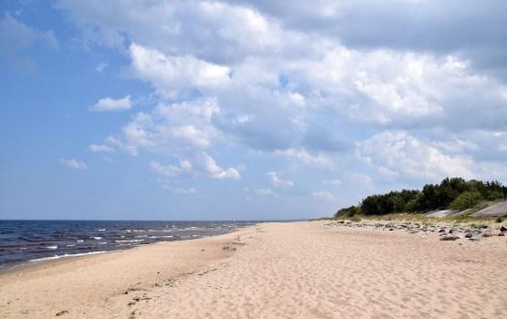 Температура воды в море – от +4 градусов, в реках – местами до +20